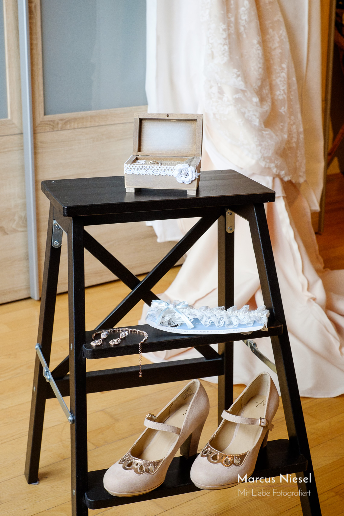 Die Vorbereitung der Hochzeit gehört mit zur Reportage dazu. Hier die Accessoires im Detail.